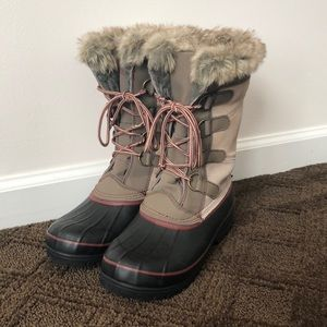 Khombu North Star boots with faux fur
